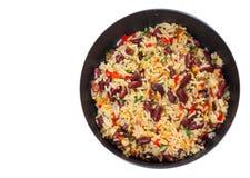 Arroz com feijões vermelhos e vegetais em uma frigideira Vista superior Isolado Fotografia de Stock Royalty Free