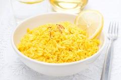 Arroz com limão e açafrão na bacia Imagens de Stock Royalty Free