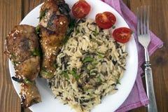 arroz cozinhado com frango frito Fotografia de Stock Royalty Free