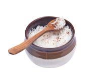 Arroz cozinhado na bacia cerâmica com açafrão Fotos de Stock