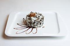 Arroz de grano largo blanco y negro del arroz negro y blanco cocinado en el cuenco de cerámica blanco Imagen de archivo libre de regalías
