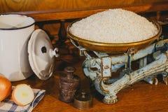 Arroz de grano largo en viejo peso Fotografía de archivo libre de regalías