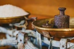 Arroz de grano largo en viejo peso Fotos de archivo