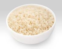 Arroz de grano largo hervido en el primer blanco del cuenco Imagen de archivo