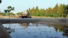 arroz de la cosecha de la máquina de la máquina segador del granjero 4K en campos Plantaciones de la agricultura metrajes