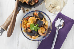 Arroz de marisco portugese肉菜饭海鲜盘 免版税图库摄影