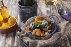Arroz de marisco portugese paella θερινό πιάτο ρυζιού θαλασσινών αγροτικό Στοκ εικόνα με δικαίωμα ελεύθερης χρήσης