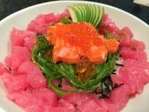 Arroz de sushi de los salmones y del atún imagen de archivo libre de regalías