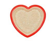 Arroz del grano en una placa en un fondo blanco Imagen de archivo libre de regalías