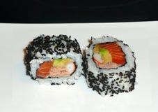 Arroz del rollo de Maki Sushi con las pimientas rojas y el aguacate Imagenes de archivo