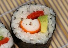 Arroz del rollo de Maki Sushi con las pimientas rojas y el aguacate imagen de archivo libre de regalías