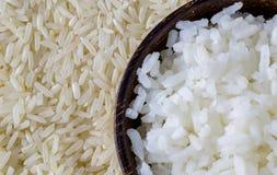 arroz e grão cozinhados do arroz com fundo do arroz Fotografia de Stock Royalty Free