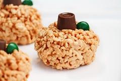 Arroz e marshmallow friáveis Mini Pumpkins Desserts imagem de stock royalty free