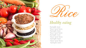 Arroz e vegetais orgânicos vermelhos, pretos e unpolished Imagem de Stock