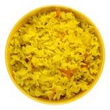 Arroz fervido do açafrão com os vegetais na bacia amarela Imagens de Stock