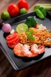 Arroz fritado com camarão, sabor de tom yum, alimento tailandês popular imagens de stock royalty free