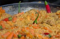 Arroz fritado com cenoura e peper frio vermelho Foto de Stock