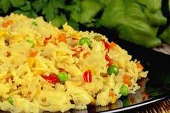 Arroz fritado com vegetais e caril Imagens de Stock Royalty Free