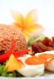Arroz fritado tailandês na culinária asiática tradicional da placa Imagens de Stock