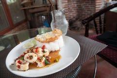 Arroz frito con el calamar y huevo frito Imagenes de archivo