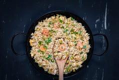 Arroz frito con el camarón Alimento asiático sano Imagen de archivo