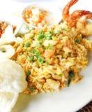 Arroz frito de los mariscos asiáticos del plato Fotografía de archivo
