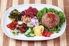 Arroz frito del jazmín con la goma del camarón, Kao Klok Kapi - tailandés Imagen de archivo libre de regalías