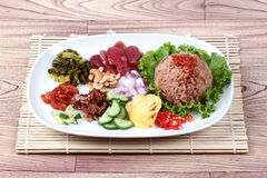 Arroz frito del jazmín con la goma del camarón, Kao Klok Kapi - tailandés Fotos de archivo libres de regalías
