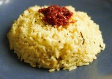 Arroz indio del limón de la cocina con la salmuera en el top fotografía de archivo
