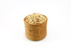 Arroz integral cru na caixa de bambu; Kratip Imagem de Stock