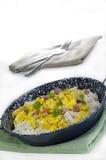 Arroz Long-grain com ovos e bacon scrambled Imagens de Stock