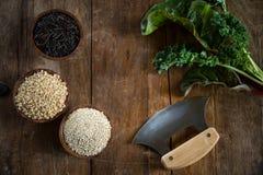 Arroz moreno, quinoa y arroz salvaje Imágenes de archivo libres de regalías
