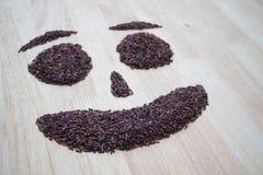 Arroz negro tailandés del jazmín y x28; Berry& x29 del arroz; forma de la sonrisa Fotos de archivo libres de regalías