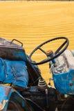 Arroz 'paddy' com trator Fotografia de Stock