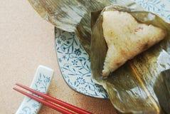 Arroz pegajoso de la hoja de bambú (zongzi) fotografía de archivo libre de regalías