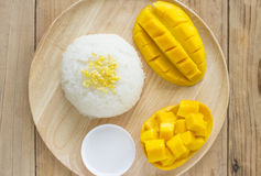 Arroz pegajoso del mango de oro a comer Imagen de archivo