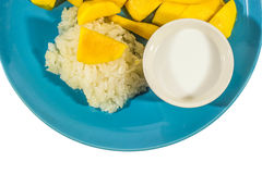 Arroz pegajoso del mango en plato, foto de archivo