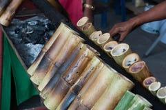 Arroz pegajoso en bammboo Imagenes de archivo