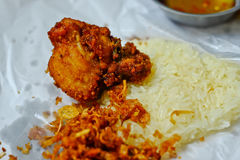 arroz pegajoso frito pollo Fotografía de archivo