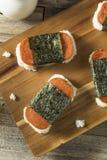 Arroz saudável caseiro de Musubi e sanduíche da carne imagens de stock