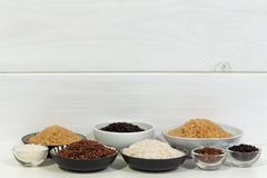 Arroz, variedades diferentes de arroz cru fotografia de stock royalty free