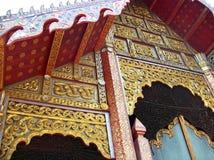 Arrt auf Buddha-Bildhalle im alten thailändischen Nordtempel 2 Lizenzfreie Stockfotos