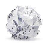 Arrugado del papel de los desperdicios de la escritura de la carta blanca en forma de la bola Imagen de archivo libre de regalías