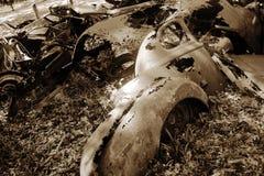 Arrugginimento antico dell'automobile immagini stock