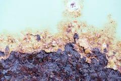 Arrugginito su vecchio metallo e sul pelare il fondo di struttura della pittura Fotografie Stock Libere da Diritti