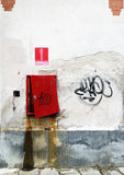 Arruinó la pared con la boca de incendios Imagen de archivo libre de regalías