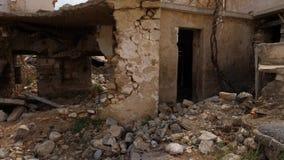 Arruinado a casa después de guerra almacen de metraje de vídeo