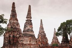 Arruine o pagode de Wat Chai Watthanaram, Ayutthaya, Tailândia fotografia de stock royalty free
