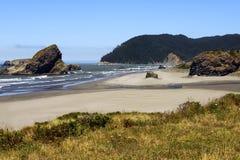 Arrulla la costa costa de la bahía, costa meridional de Oregon Foto de archivo libre de regalías