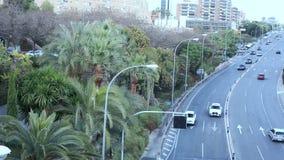 ARS do ¡ de Ð que conduz ao longo da avenida na cidade de nivelamento filme